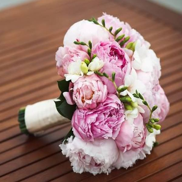 Купить букет невесты в СПб - цена свадебного букета
