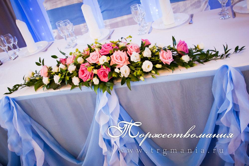 Украшение живыми цветами свадебного стола